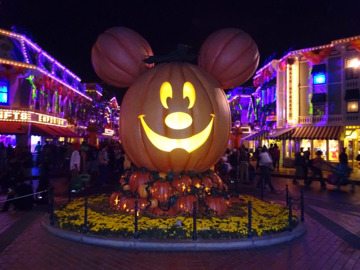well traveled kids / tips & tricks for mickey's halloween party at